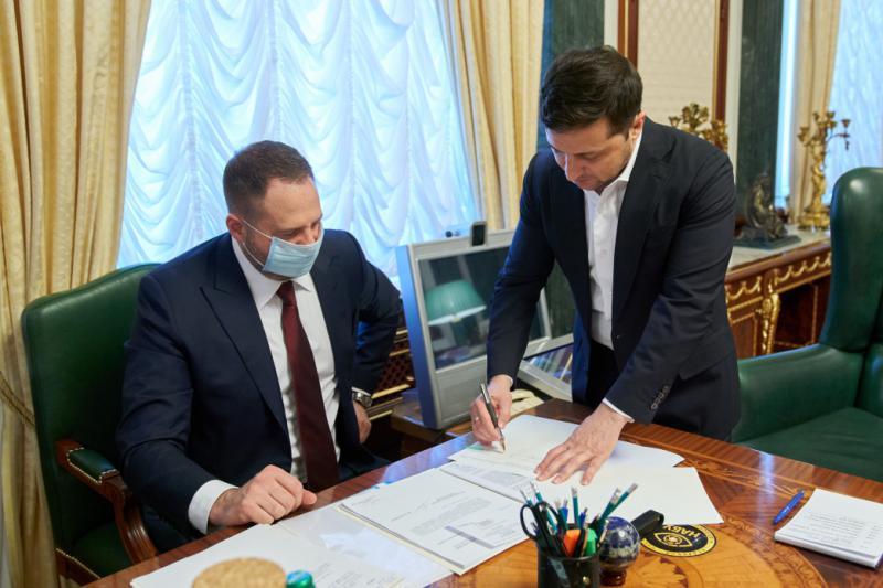 Президент України підписав закон про відкриття ринку землі