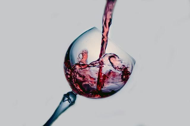 Алкогольне та яблучно-молочне бродіння: як вони впливають на свіжість вина?