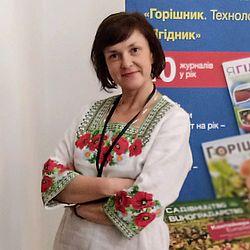 Лора Товкач